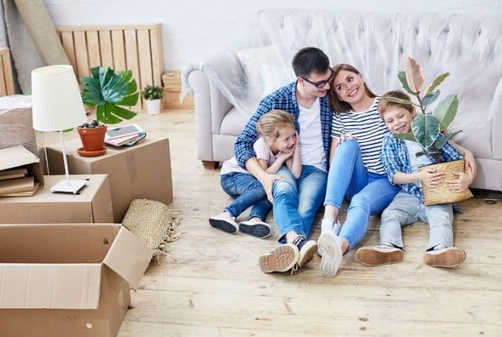 family-moving-to-new-apartment