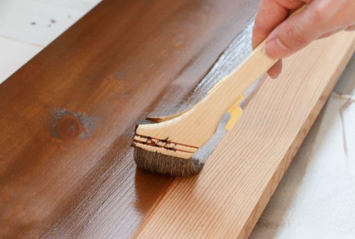 Polyurethane-painting-wood-desk